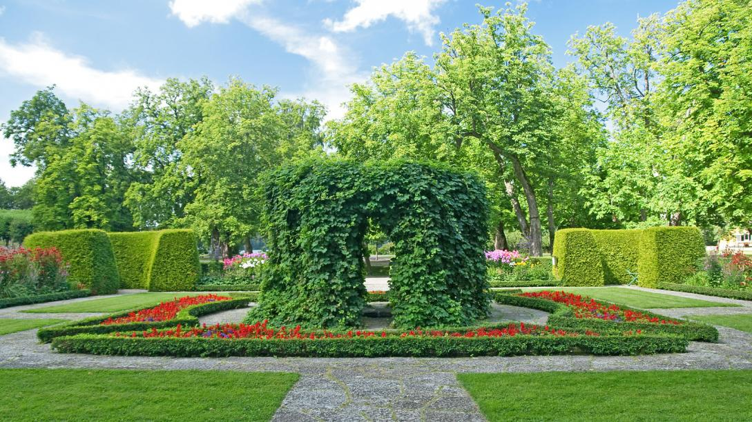 beautiful-ornamental-garden