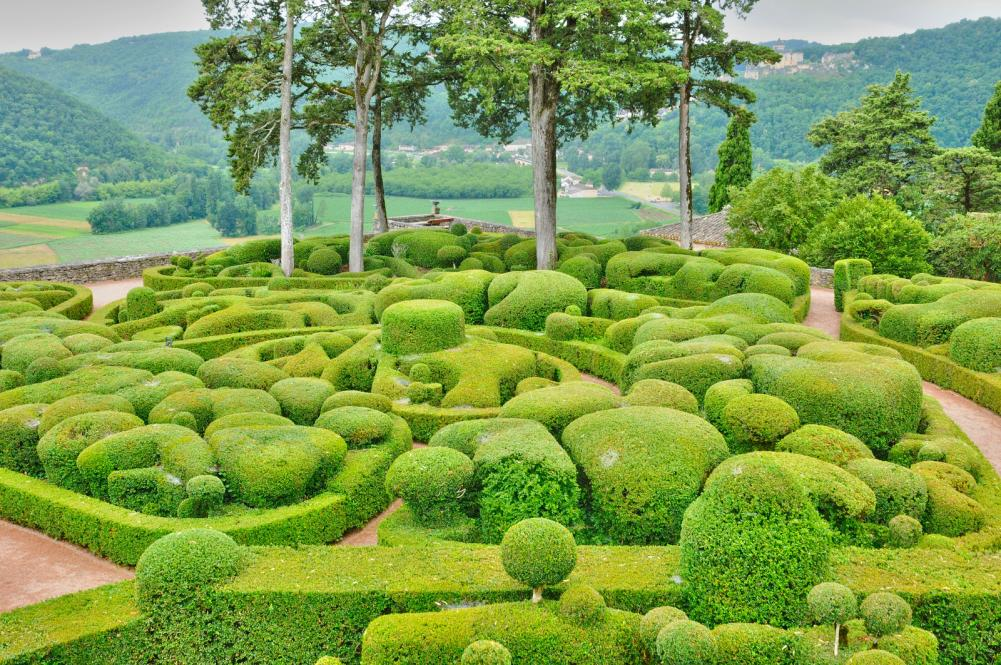 france-picturesque-garden-of-marqueyssac-in-dordogne (7)