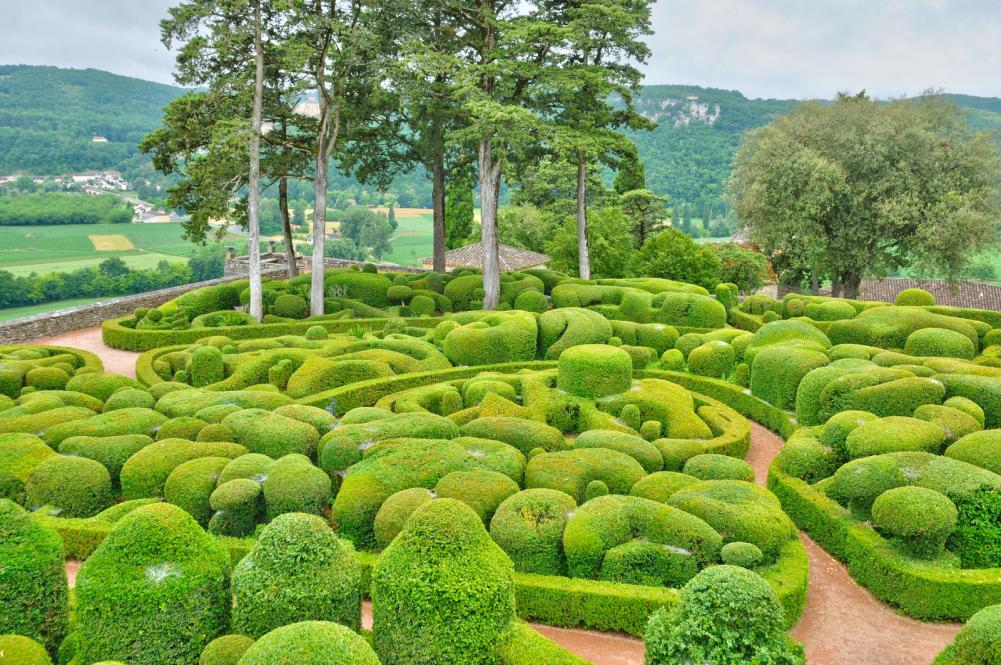 france-picturesque-garden-of-marqueyssac-in-dordogne (8)