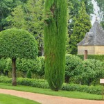 france-picturesque-jardins-du-manoir-d-eyrignac-in-dordogne (9)