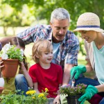 happy-family-gardening (2)