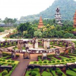 park-nong-nooch-in-thailand-shrubberies-grow-in-geometric-figur