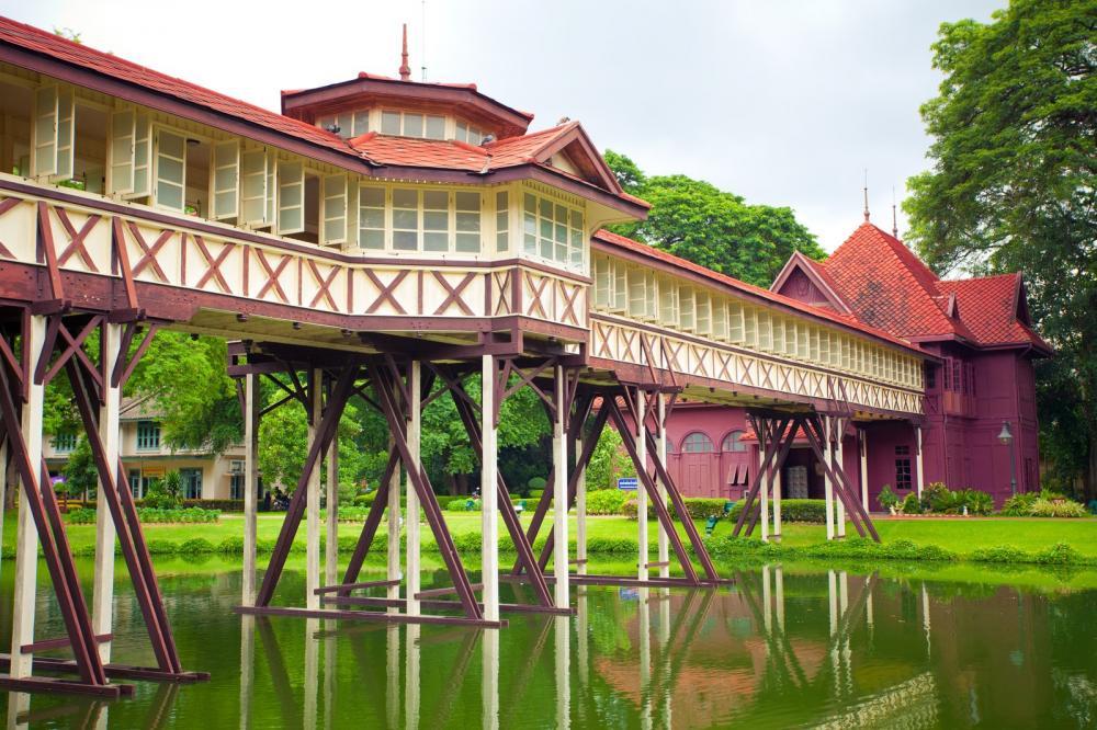 sanamjan-palace