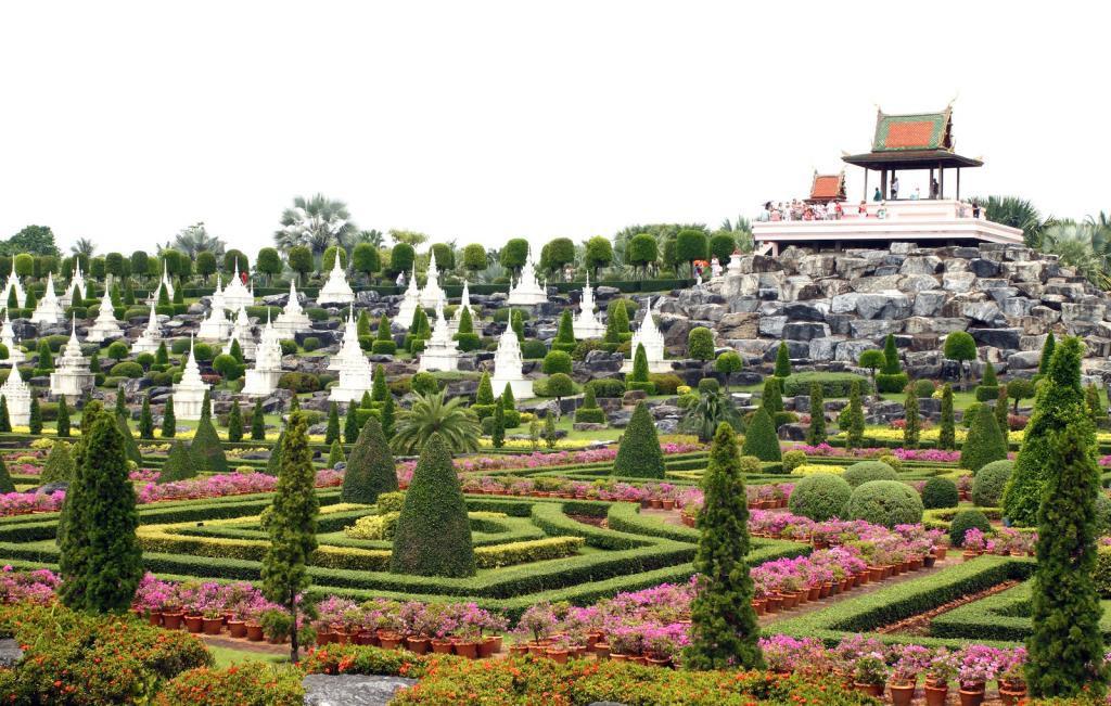 thailand-26-march-2012-nongnooch-tropical-botanical-garden-pa