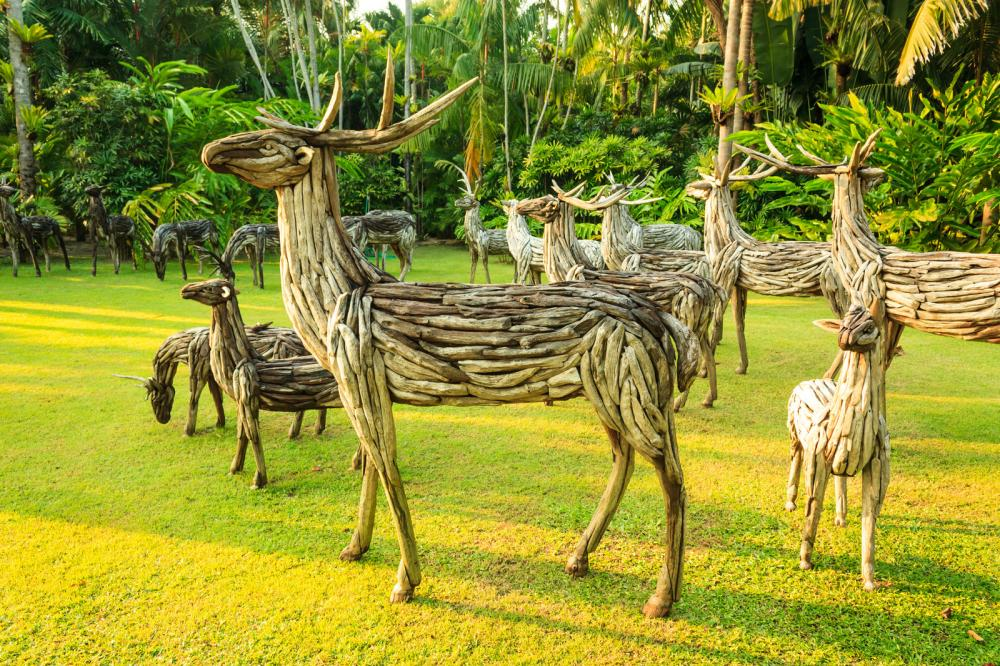 wooden-deer-statue (1)