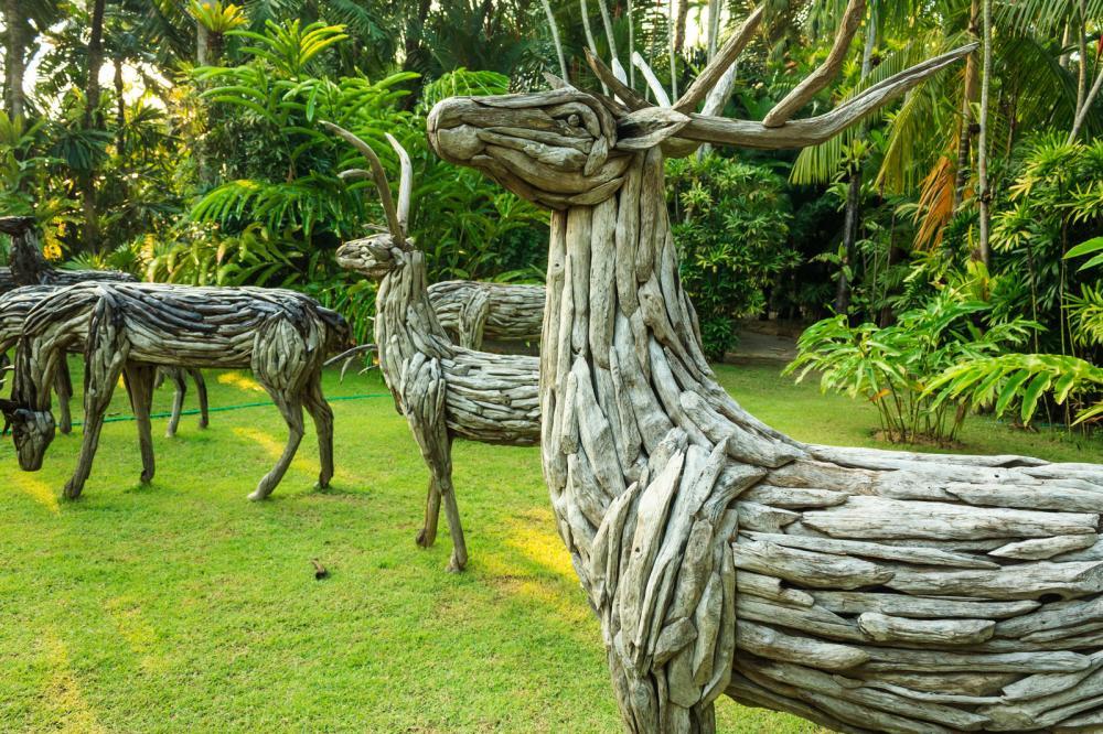 wooden-deer-statue